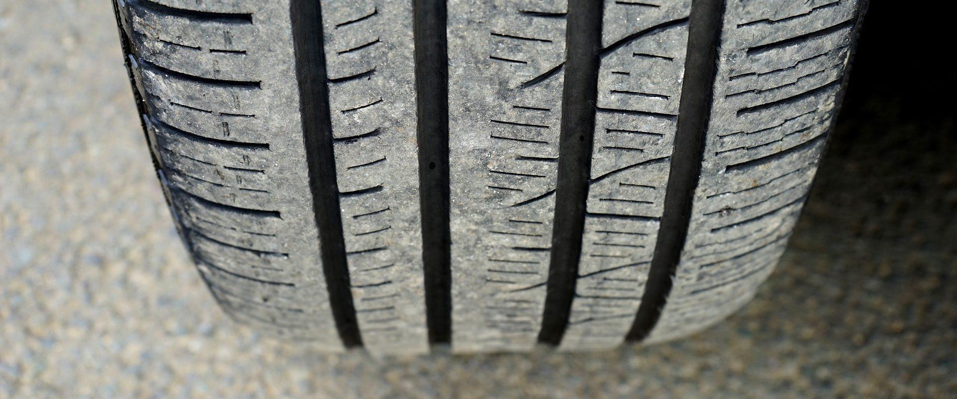 Jak spolehlivě určit hloubku dezénu pneumatiky?