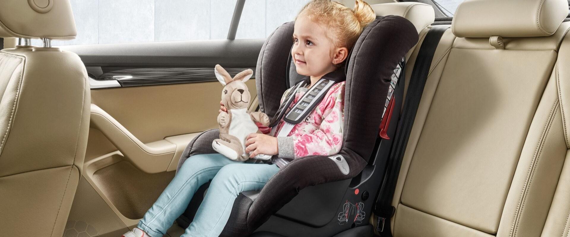 Bezpečná přeprava dětí: vše o sezení, poutání a jízdě v autě