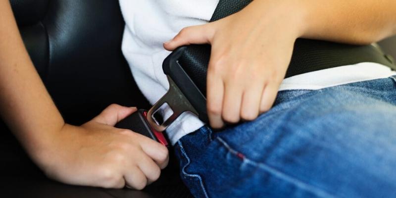 Bezpečnostní pásy v autě: vše o bezpečném poutání